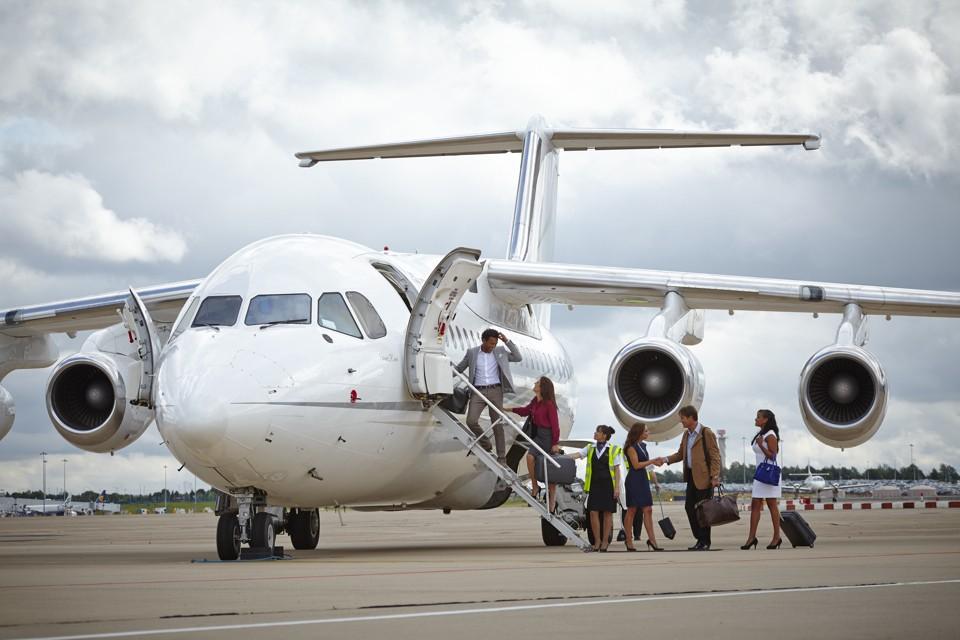 Cello Aviation BAe 146 loading