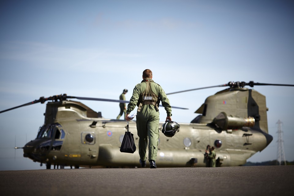Vector Aerospace Chinook flight test with Pilot