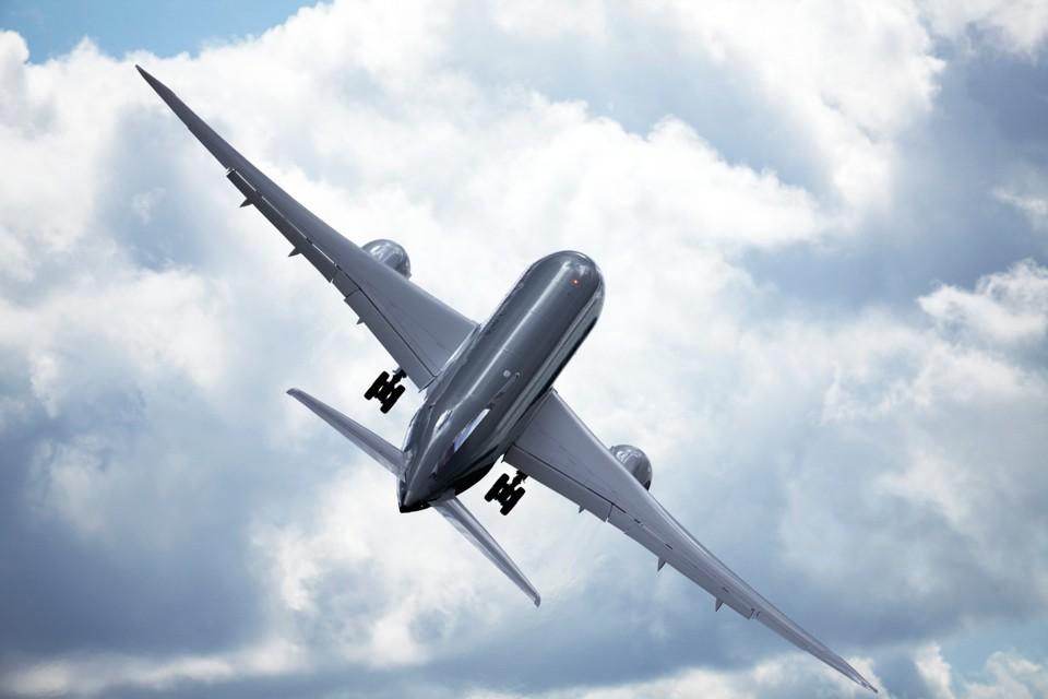 Boeing 787 Dreamliner Plastic Airplane
