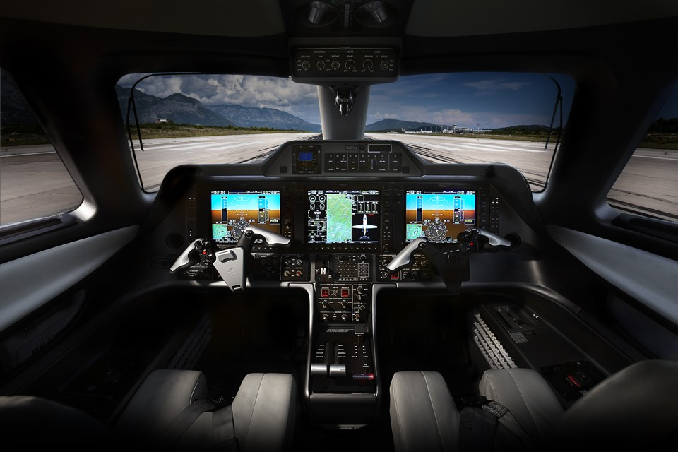 Embraer Phenom 100 Cockpit