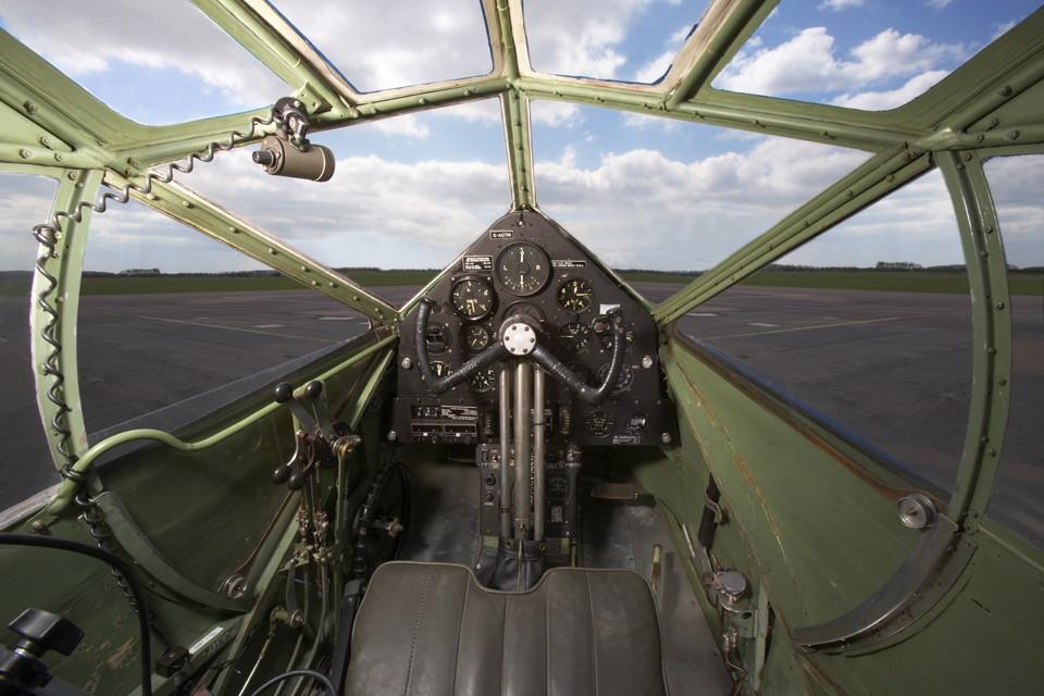 De Havilland Dragon Rapide Airbase Cockpit