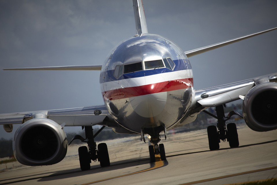 B737-400 Taxi USA American Airlines about to depart